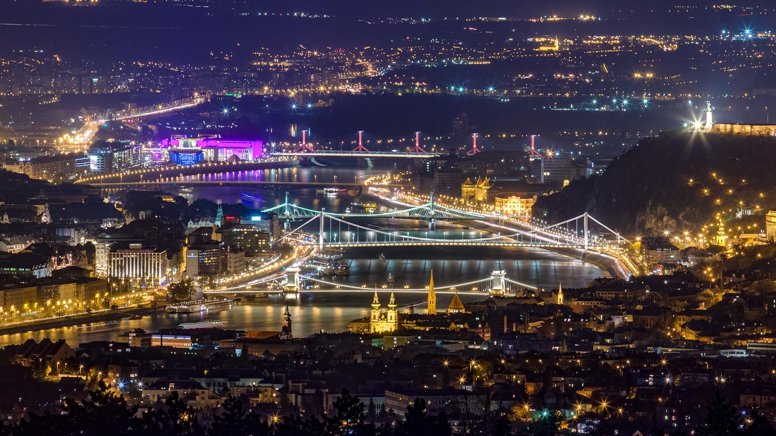 Budapest belvárosa éjjel a Guckler kilátóból