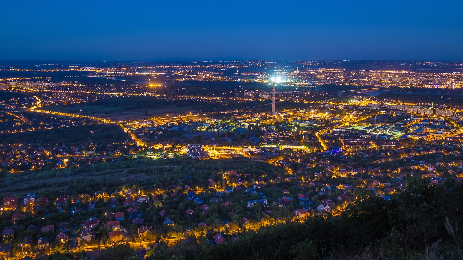 Kilátás Óbuda felé a Hármashatár hegyről