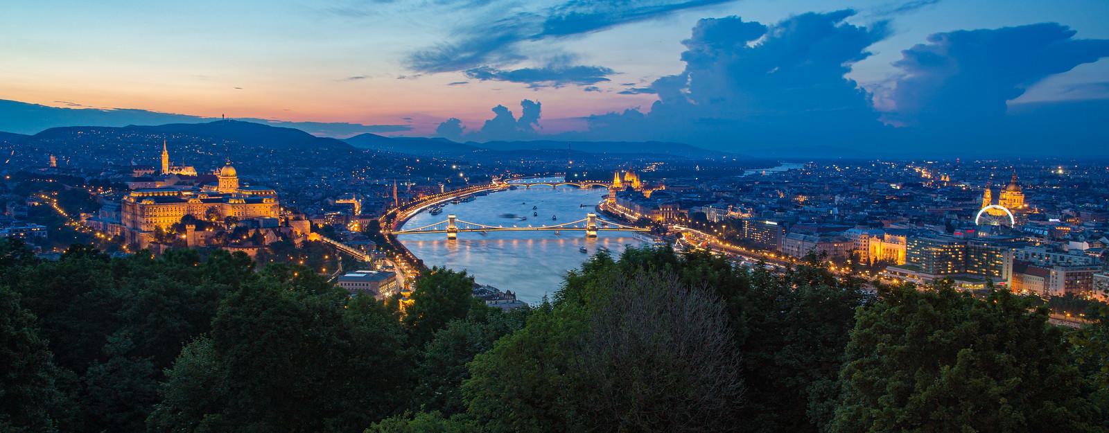 Kilátás a Citadelláról napnyugta után, nyáron