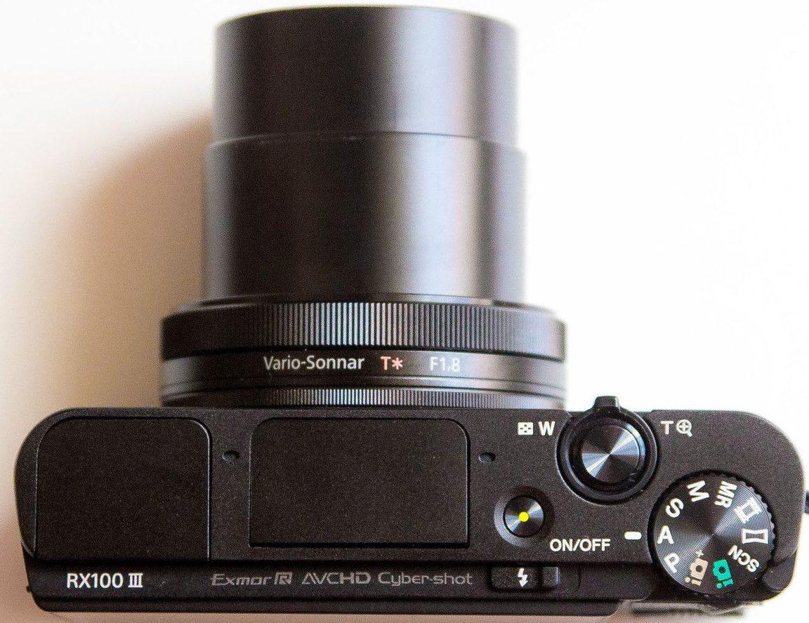 Sony RX100 M3 felülről bekapcsolval