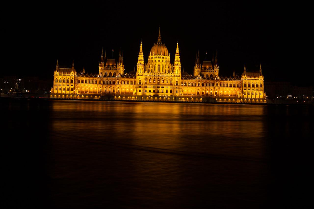 Éjszakai RAW fotó a Parlamentről, nyers, szerkesztés előtt