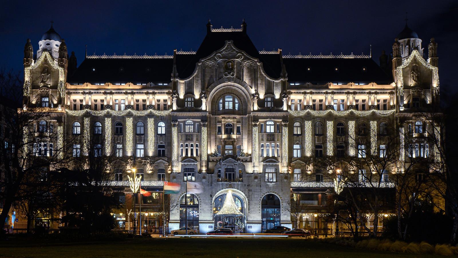 Hotel 4seasons budapest éjszaka fekete-fehérben