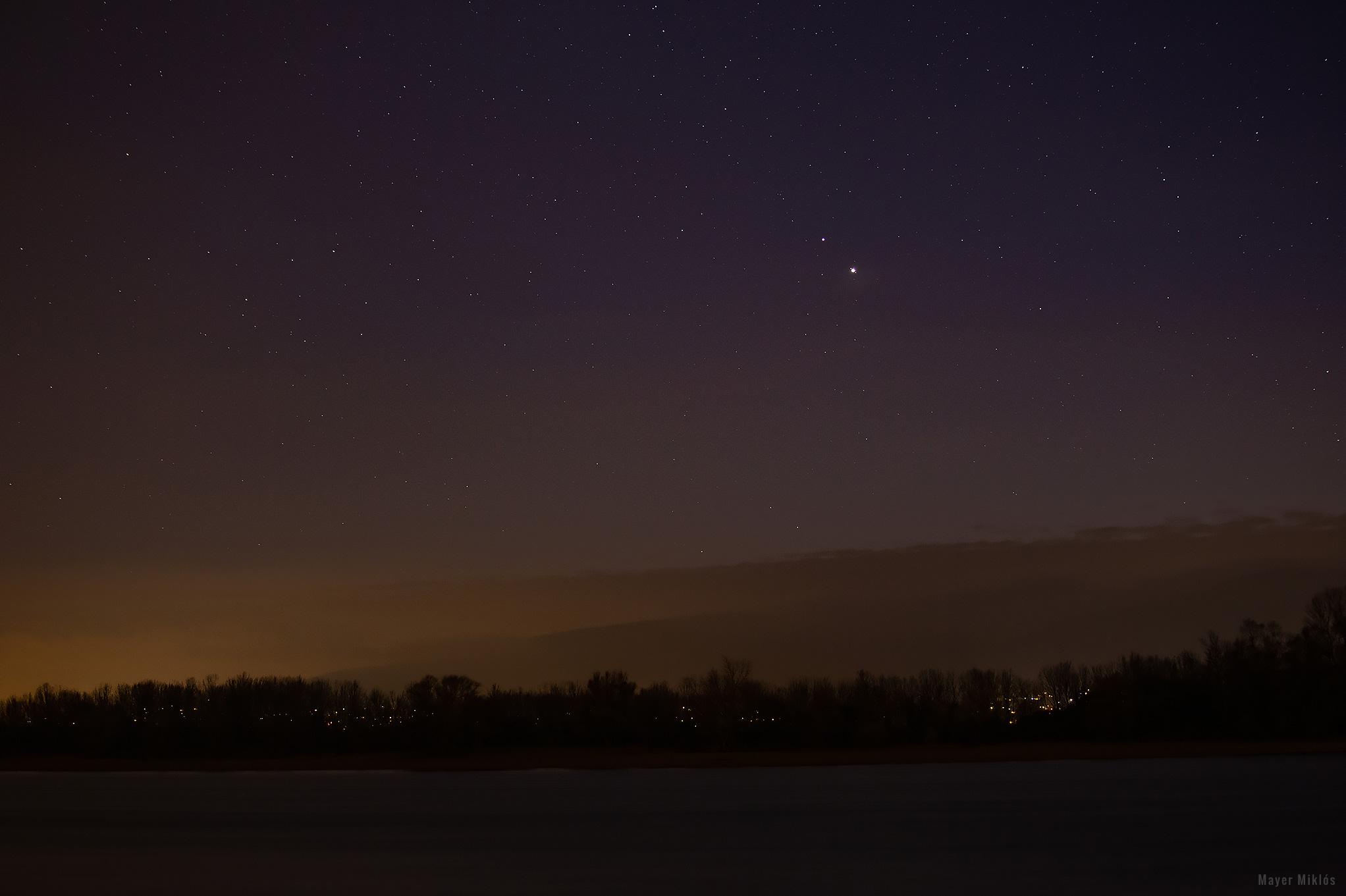 Jupiter és Szaturnusz együttállása a Duna és Pilis hegyei felett.