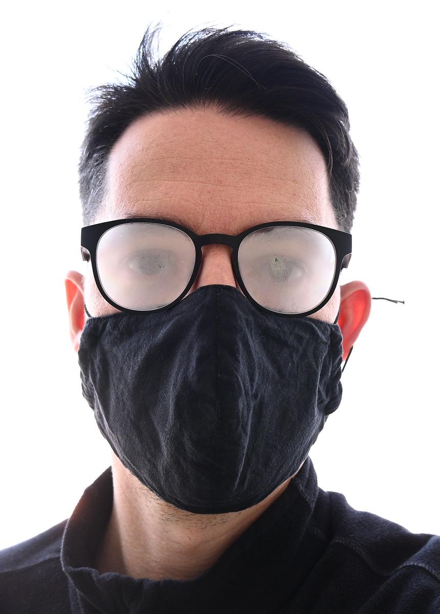 párásodó szemüveg maszkkal