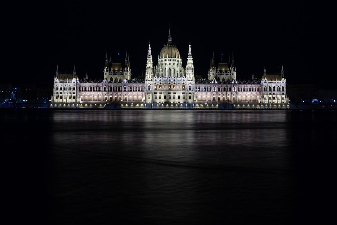 parlament éjjel korrigált fehéregyensullyal