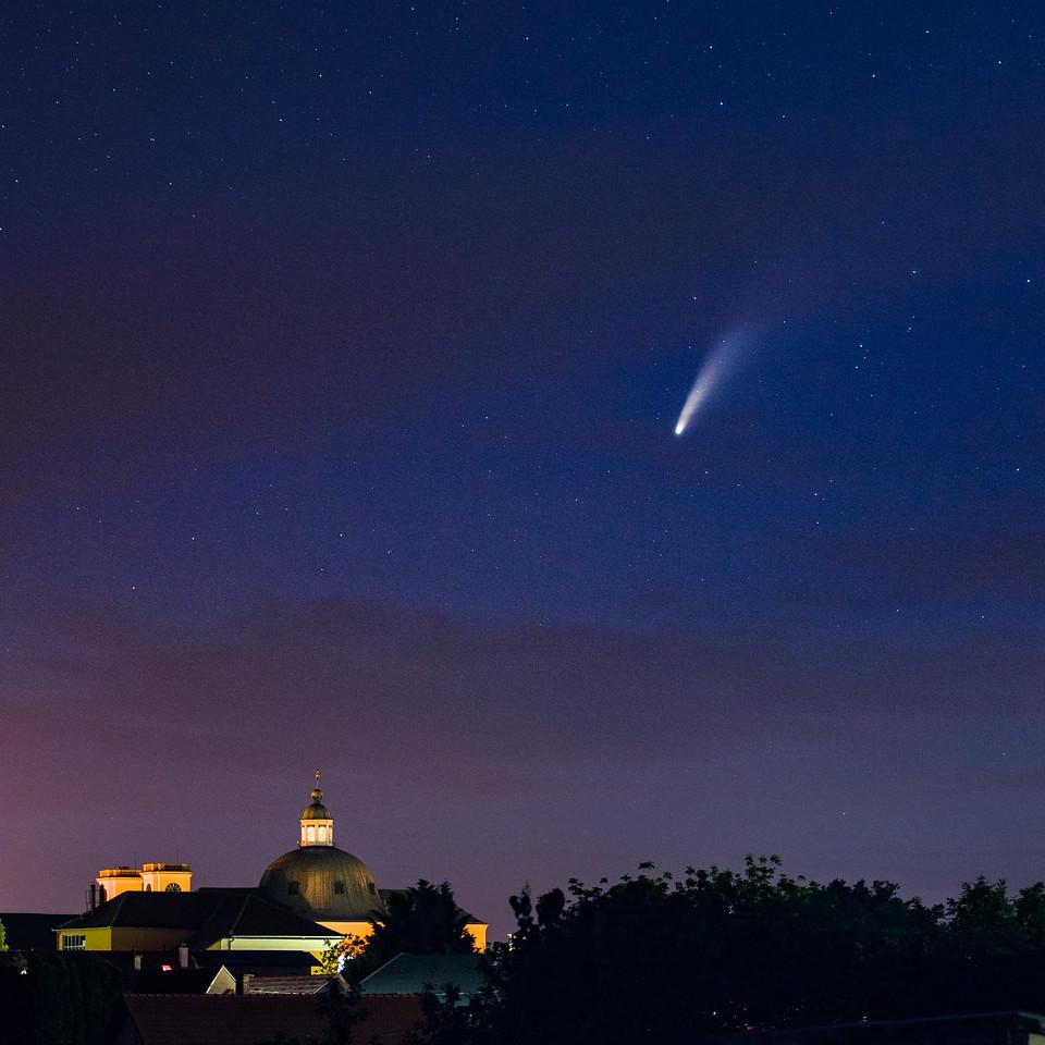 vaci dom felett NEOWISE ustokos