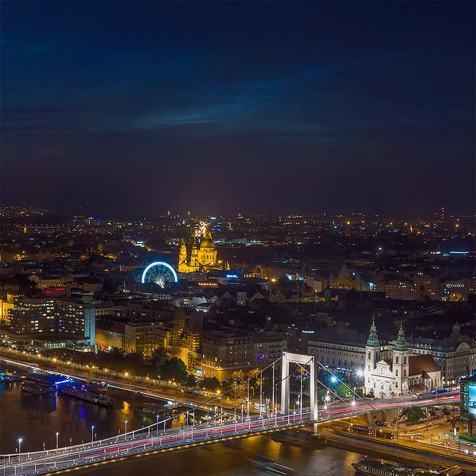 világító felhők Budapest felett a Citadelláról
